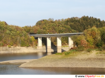 Bro på vand dæmningen foto gratis